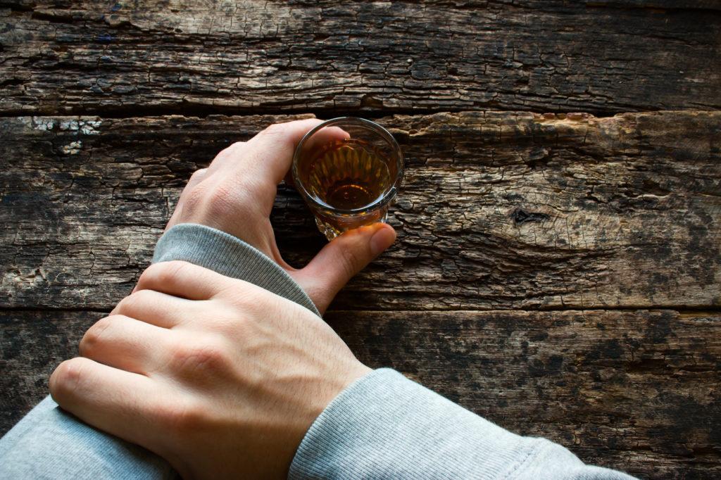 borba s zavisimostju 1024x682 - Как помочь человеку бросить пить?